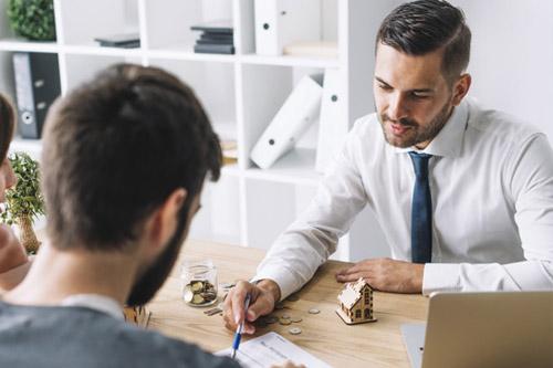 qualités pour être un bon agent immobilier : Devenir agent immobilier: quelles sont les qualités requises?